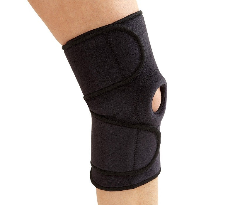 Knee Wrap with Patella Opening in black